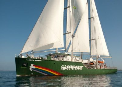 RAINBOW WARRIOR HULL CLEANING